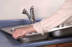 Сантехник в Пензе. Услуги сантехника – установка раковины на кухне